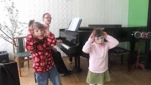 Žana ir Gabija dainuoja