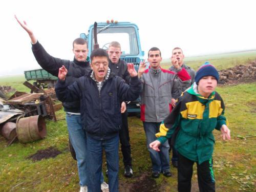 5 šeimyna kaimo sodyboje