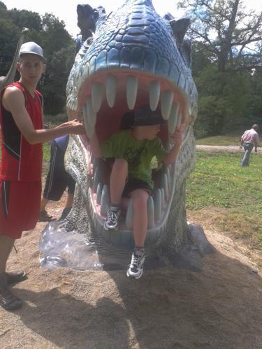Algis ir Eimantas Dino parke