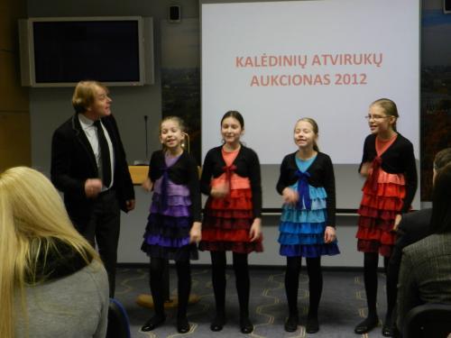 Artūras Novikas ir jo jaunosios mokinės