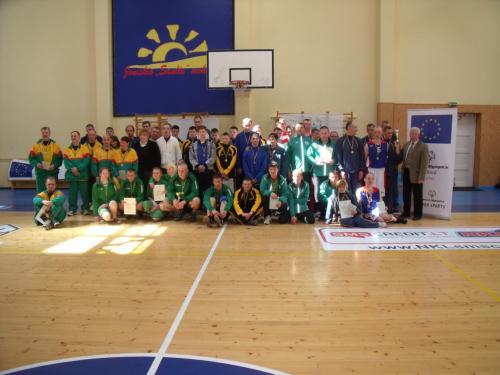 Bendra krepšinio varžybų dalyvių nuotrauka