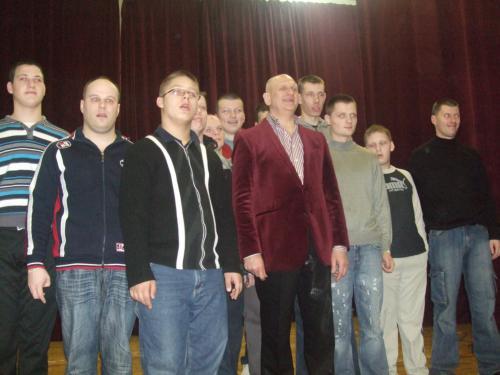 Dainininkas su 11 šeimynos vaikinais