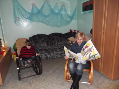 Lina skaito pasaką apie žiemą