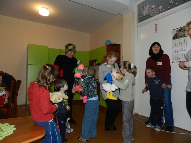Moterų klubo 'Akmenietė' viešnios 4 šeimynoje