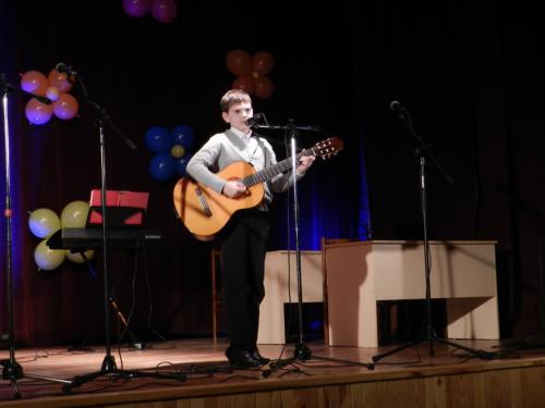 Papilės Simono Daukanto gimnazistas - jaunasis gitarisas