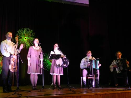 Populiariosios liaudies muzikos grupė 'Smagratis' iš Telšių