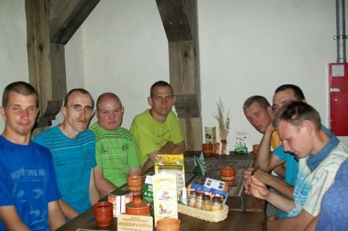 Ruošiamės pietauti 'Bernelių užeigoje'