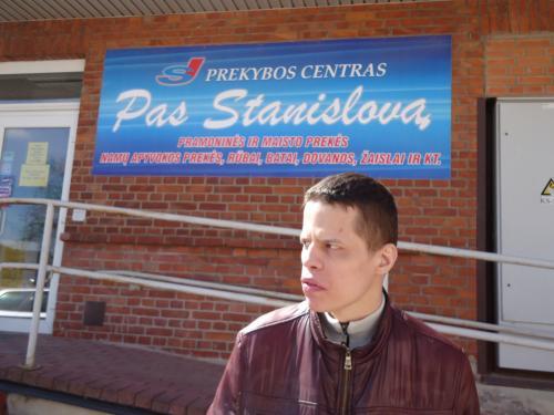 Stanislavas Mažeikiuose prie prekybos centro 'Pas Stanislavą'