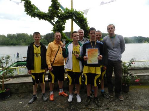 Ventiškiai - trečios vietos tinklinio laimėtojai su Zarasų SGN direktoriumi