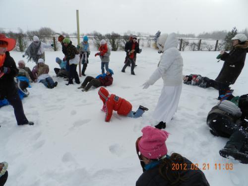Voliojamės sniege